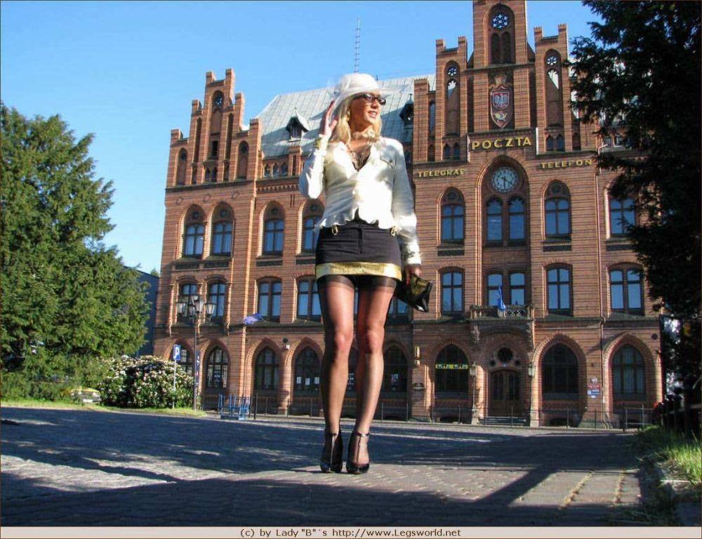 Leggy german stocking lady posing in public
