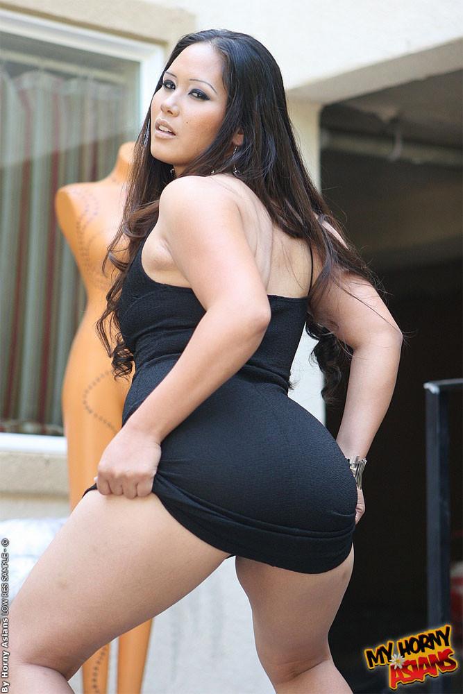 Big butt naked gorls