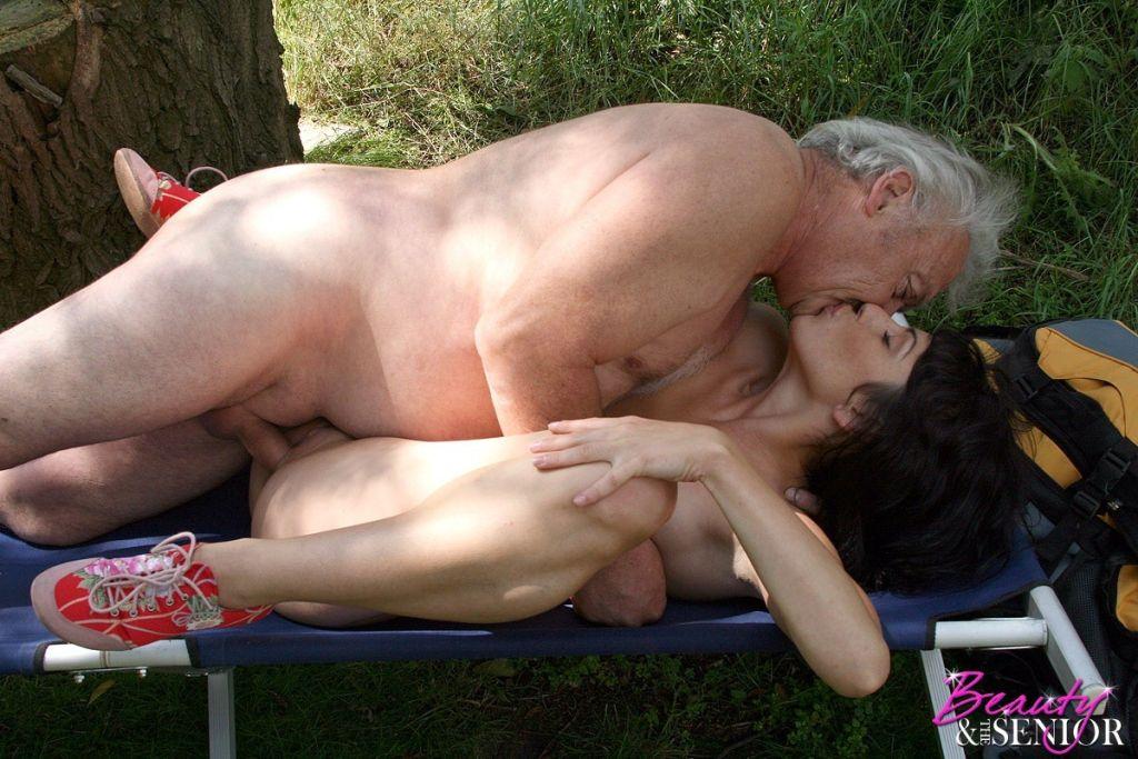 подохнет старые коряги в сексе с молодыми раз брался