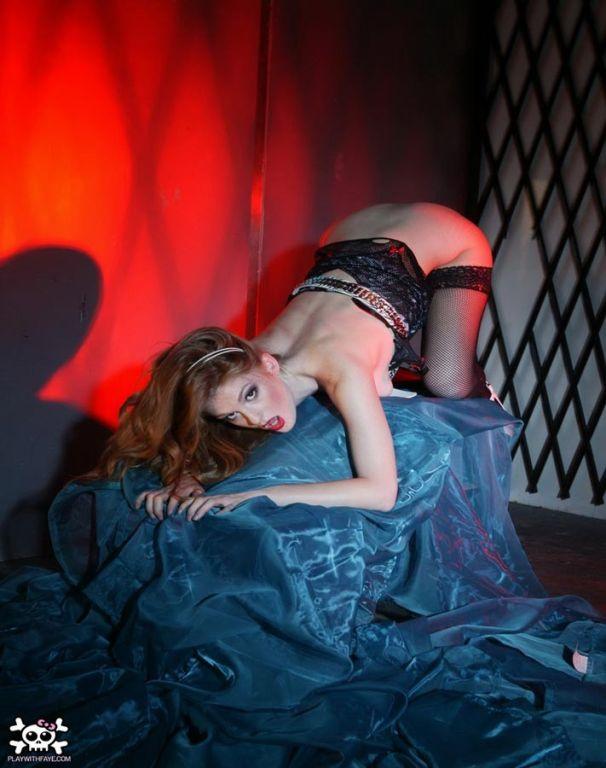 Faye Reagan in sexy fishnet stockings