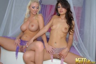 Busty Cavalli Molly seduces a gorgeous latina