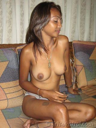 Dark and hot Filipina with nice boobs gets ready f