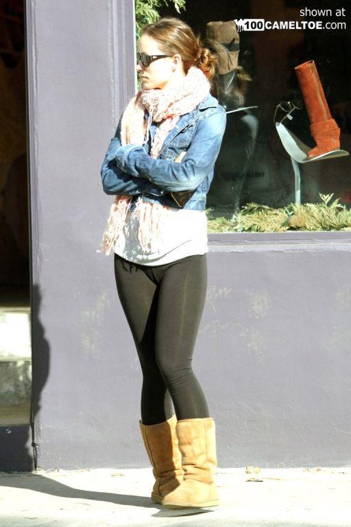 Black leggins cameltoe of Olivia Wilde