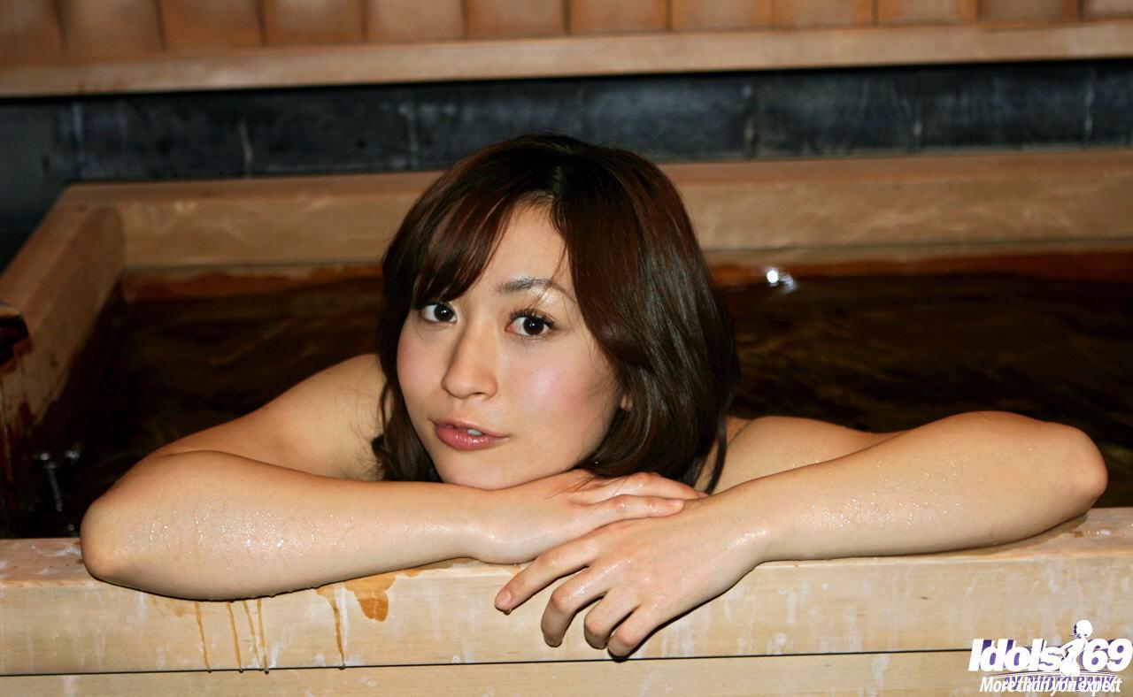 Momo Yoshizawa порно модель