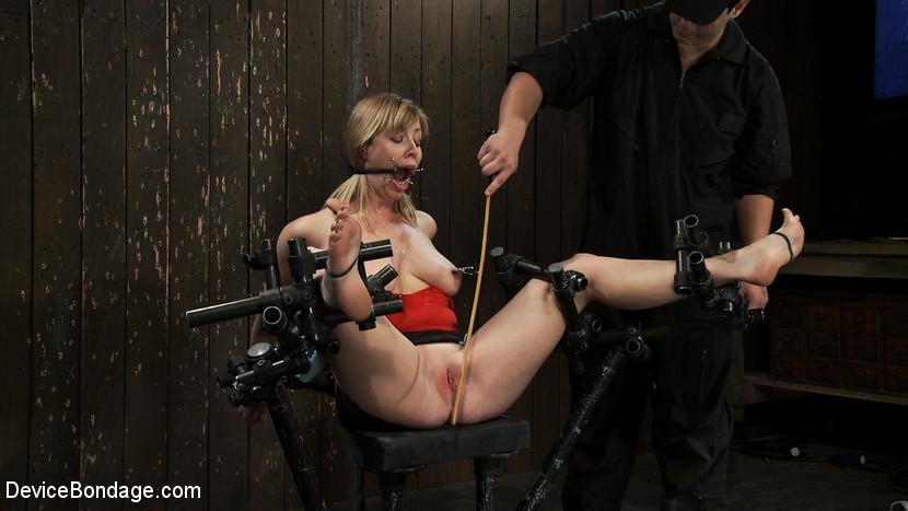 связанная девушка в подвале перегни палку