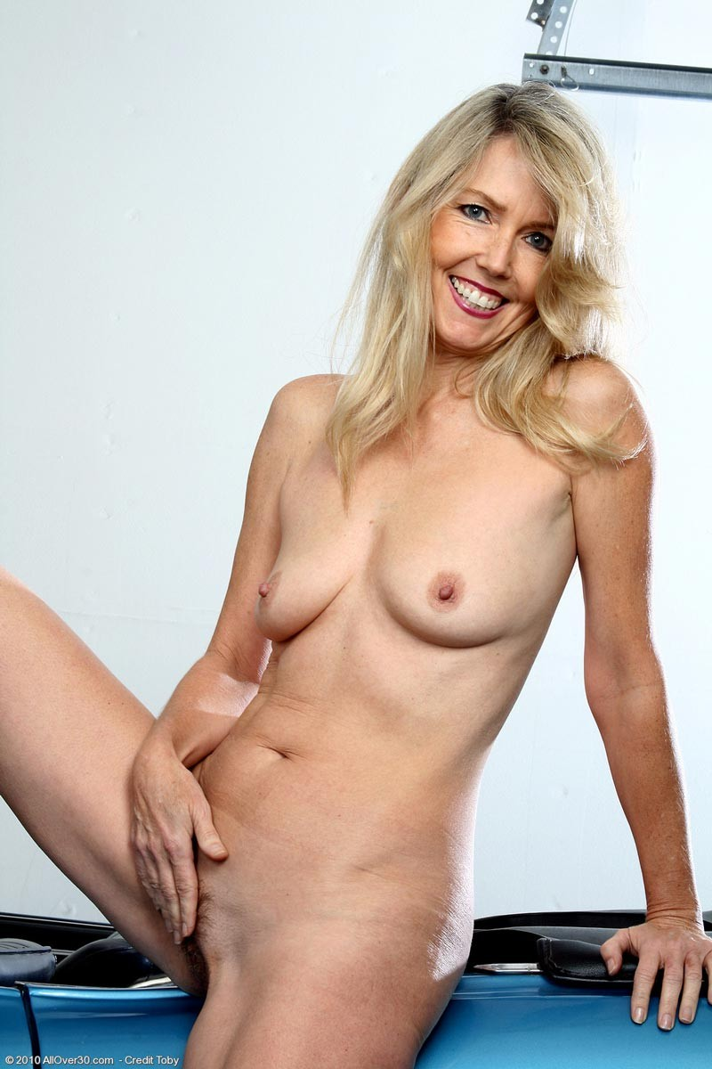 Mature skinny naked legs