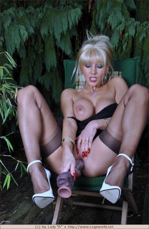 Busty stocking model Ewa dildos pussy
