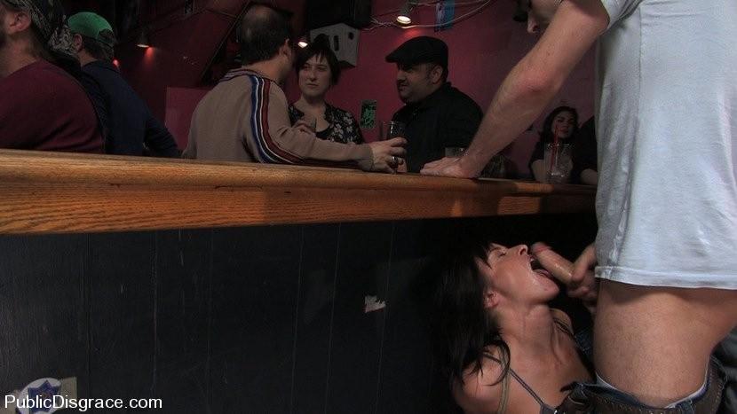 права публичный позор в баре порно блондинка длинными