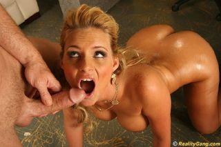 Sexy blonde chick with huge juicy ass getting her
