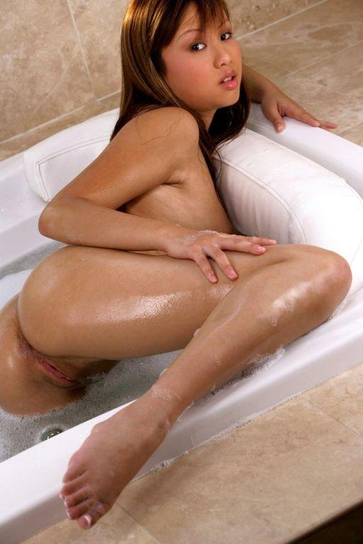 Drop dead gorgeous asian beauty Tia Tanaka takes a