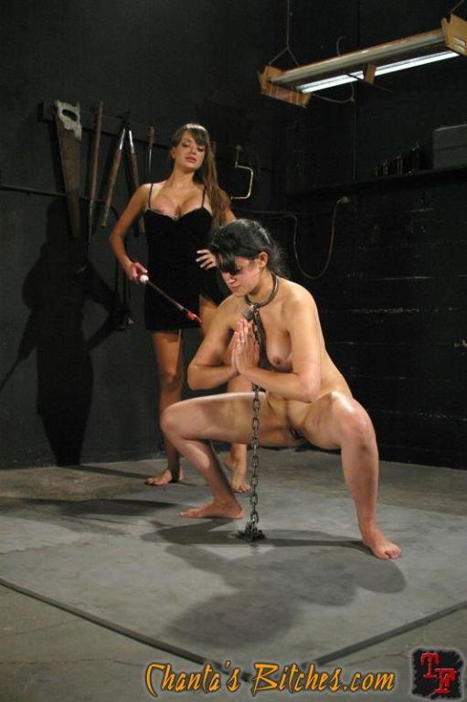 Lesbian dominatrix Nika Noire strapon fucks bound