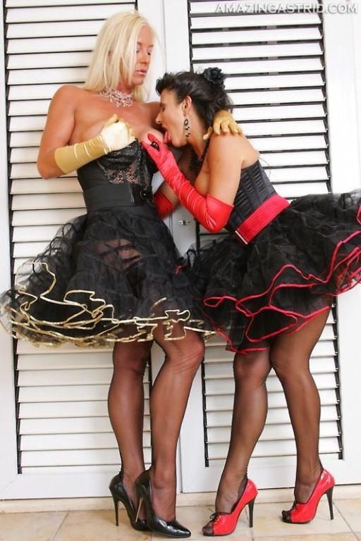 Leggy lesbians Amazing Astrid and Model Eve