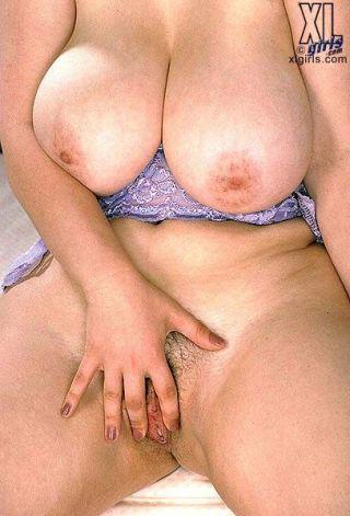 Voluptuous MILF Olga spreads pink
