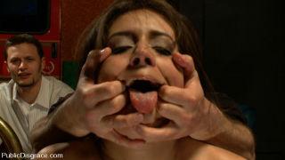 Little hottie Jynx Maze does her first porn shoot