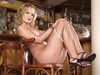 Renata Daninsky Strips Naked and Inserts a Dildo i