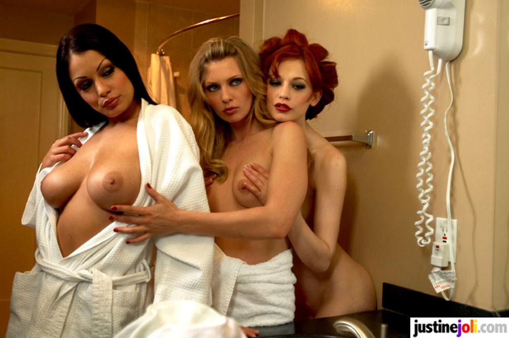 Justine Joli Lesbian Threesome