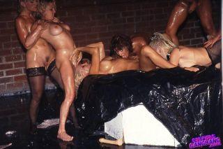 Hardcore lesbians gangbang fucking pussies with di