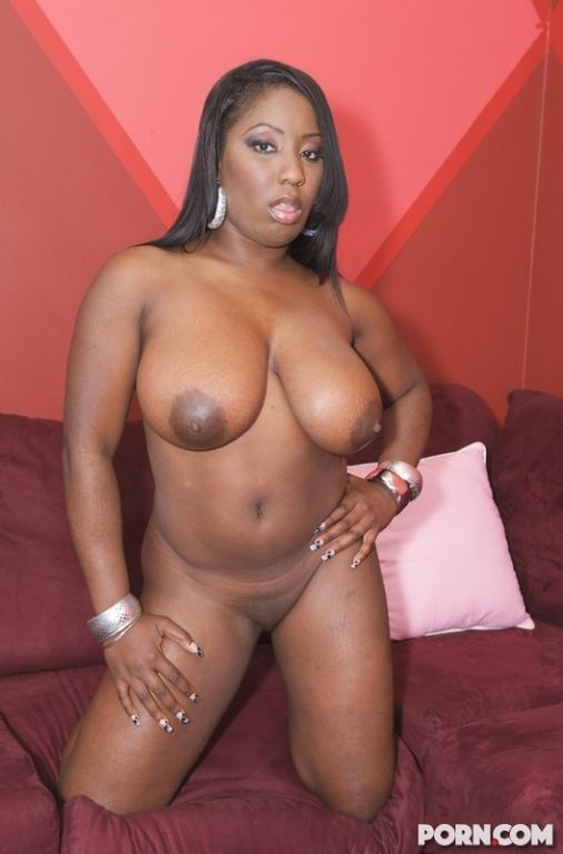 Big boobed black beauties dyking out together