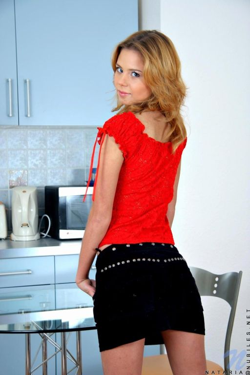 Petite Nubile Nataria flaunts her tiny frame in a