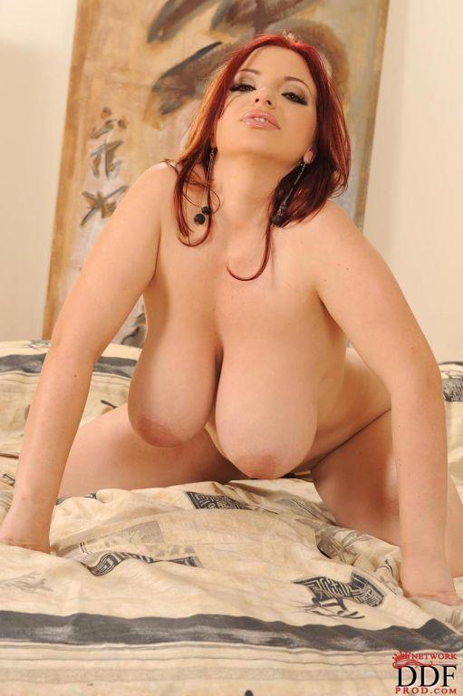 Hot busty vixen shows huge naturals