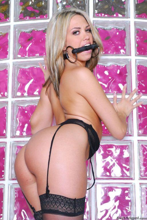 Nude pics of pornstar Jenny Hendrix