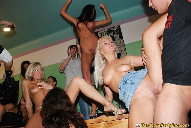вот новые порно оргии на дискотеке в закрытом клубе качественная порнушка