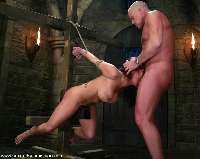 Жесткое садо мазо с рабынями