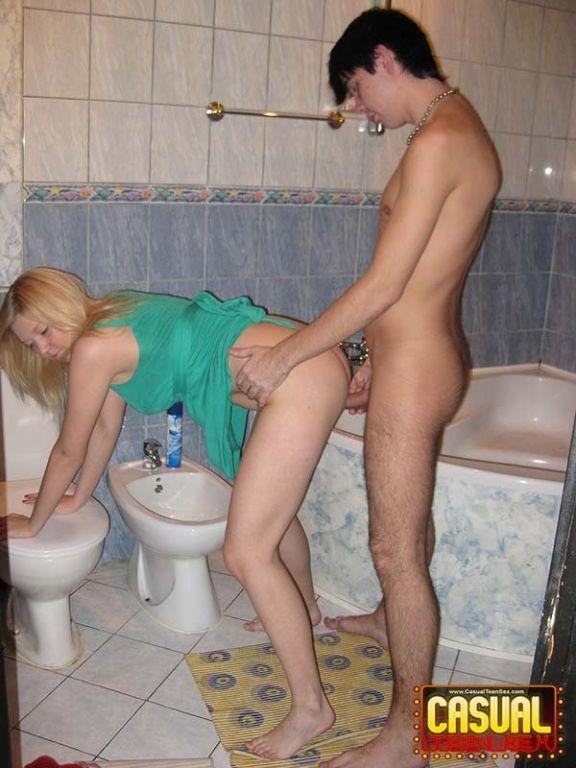 В туале шлюхи