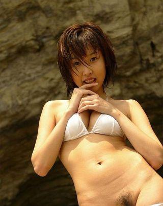 Keiko Akino japanese babe poses in bikini shows pu