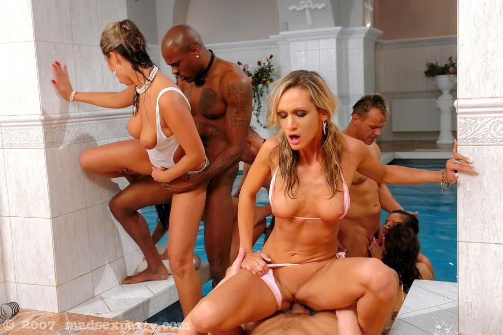 A men lick a women pussy