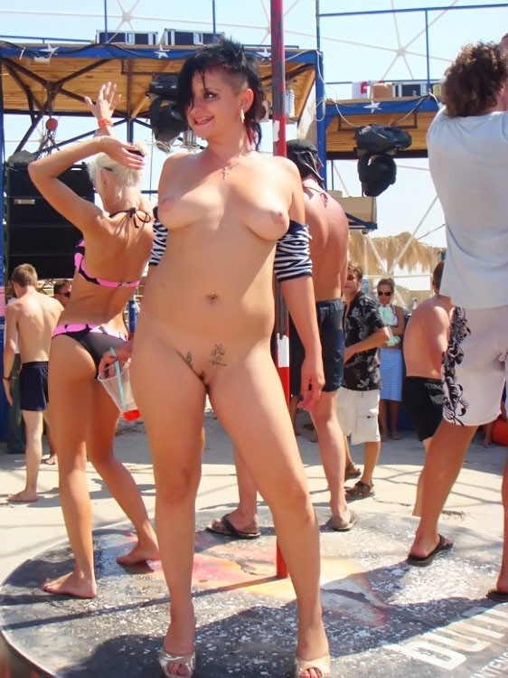 Girls in bikinis porn pics