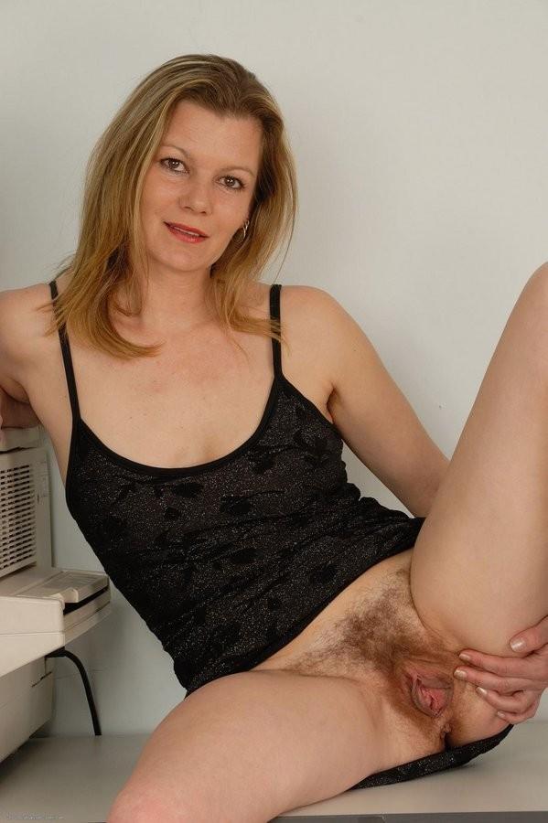 Brunette milf big tits feet