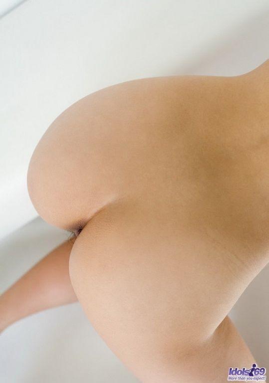 Japanese idol Suzuka Ishikawa shows tits and pussy