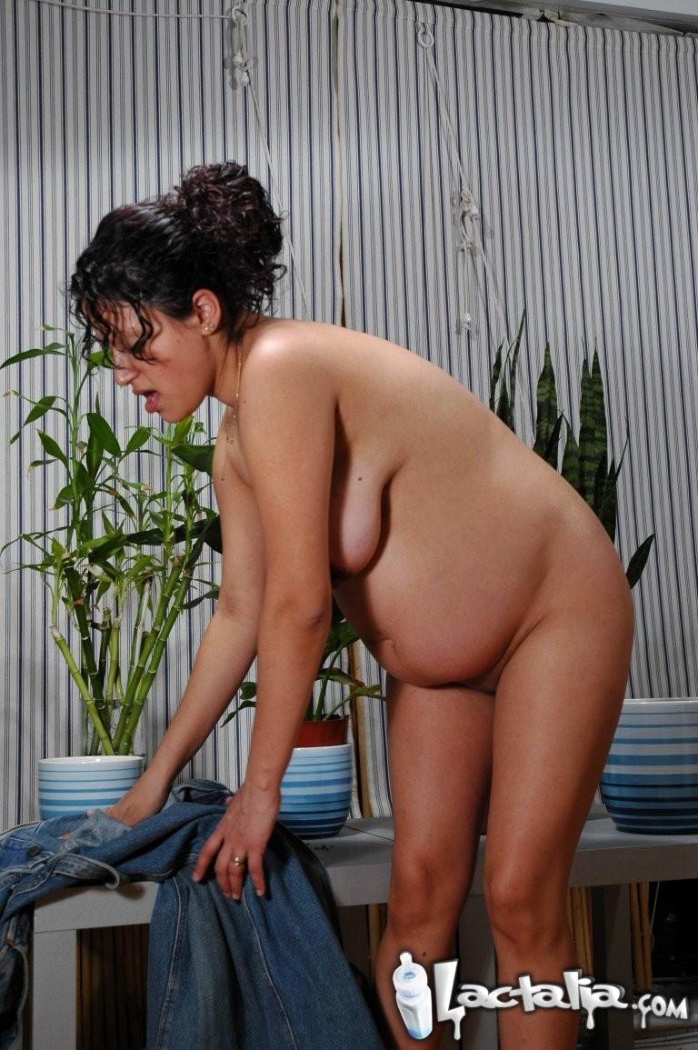 Latin Pregnant Girl - Pregnant girl drinks her breast milk - Pichunter