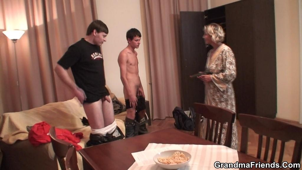 Older mature nude lady pics