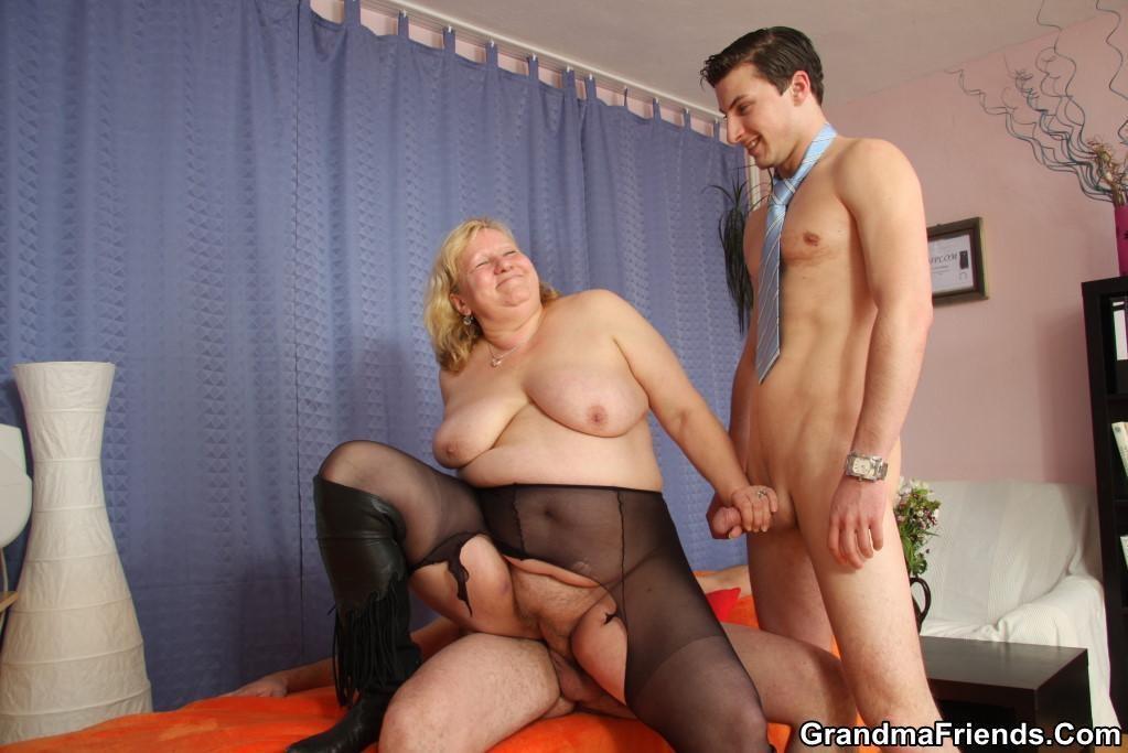 Blonde amateur tranny bareback creampie on cam tmb abuse