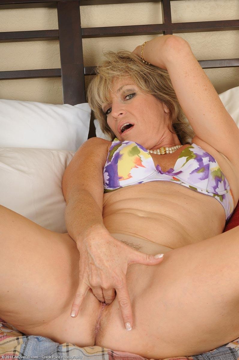 Mature webcams big tits lesbians