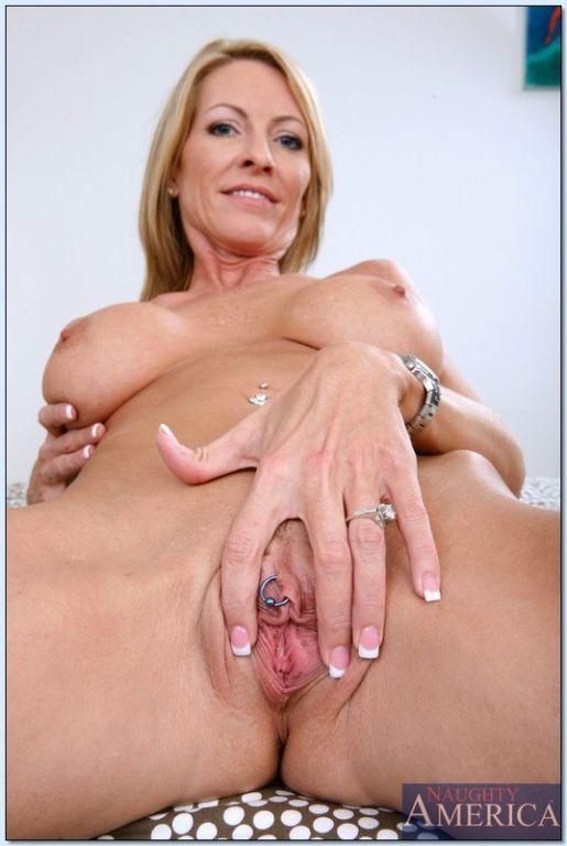 Emma Starr posing nude