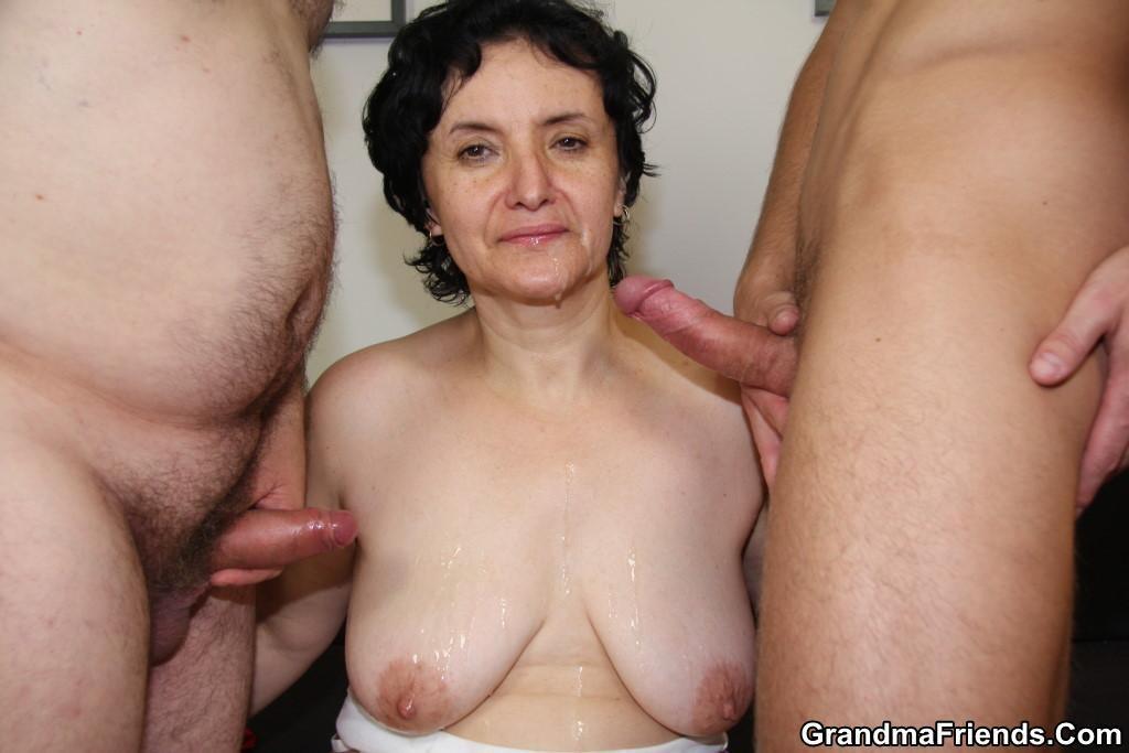 Forrester nackt Ältere Frauen mit jungen Männern zu dritt