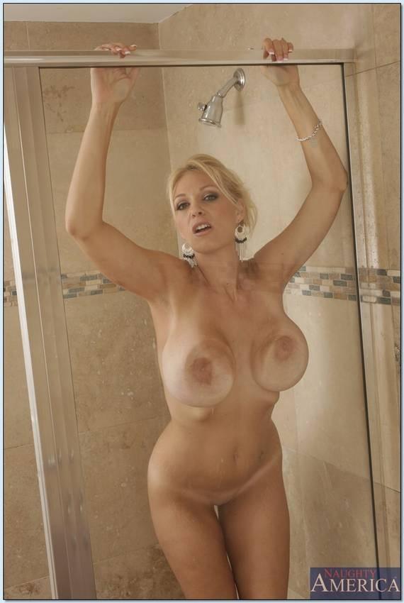 Bikini in photo politician