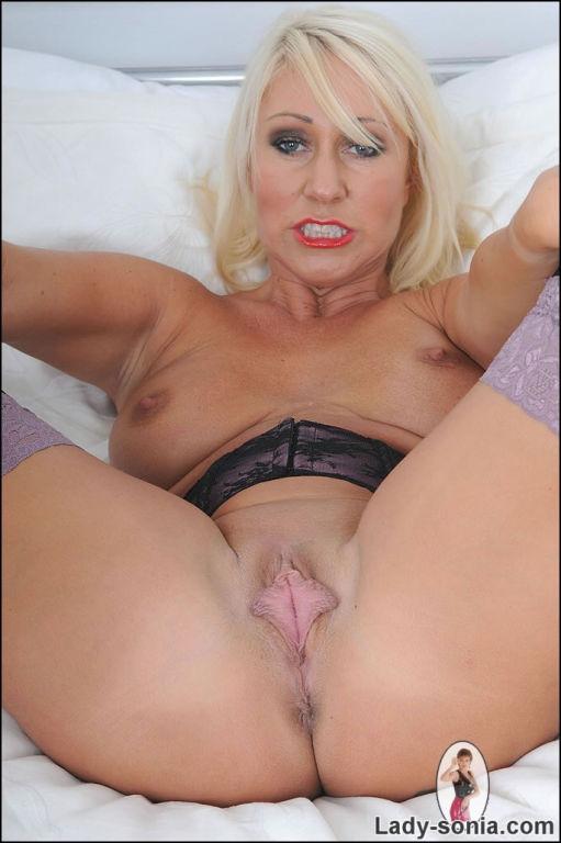 Mature british blonde miss makepiece spreads her t