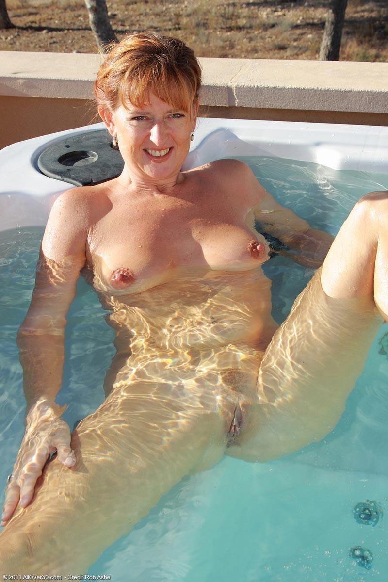 naked women in hottub having sex