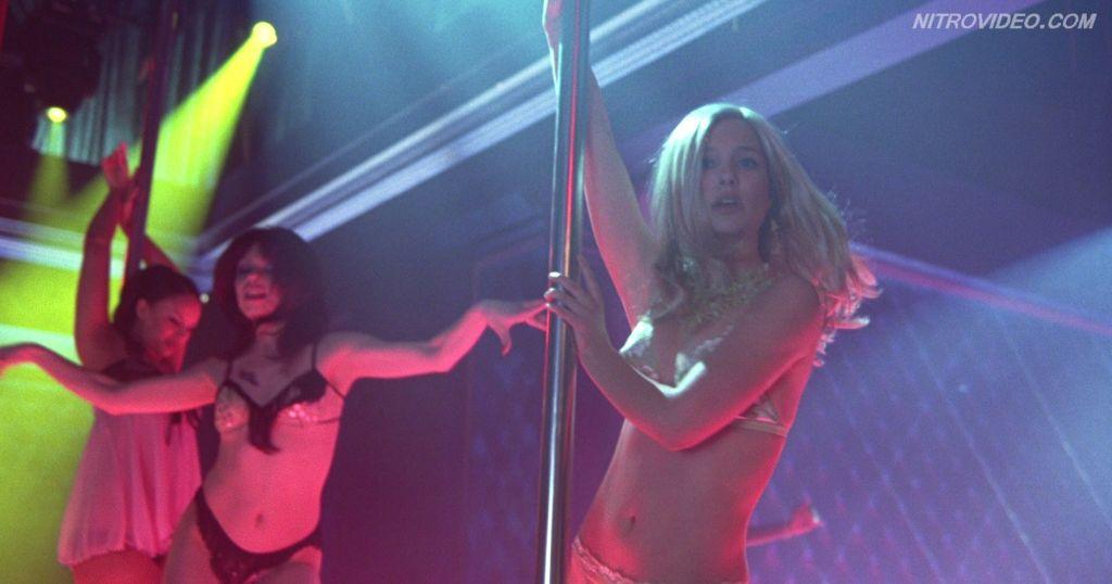 Natalie Portman knows how to do a striptease