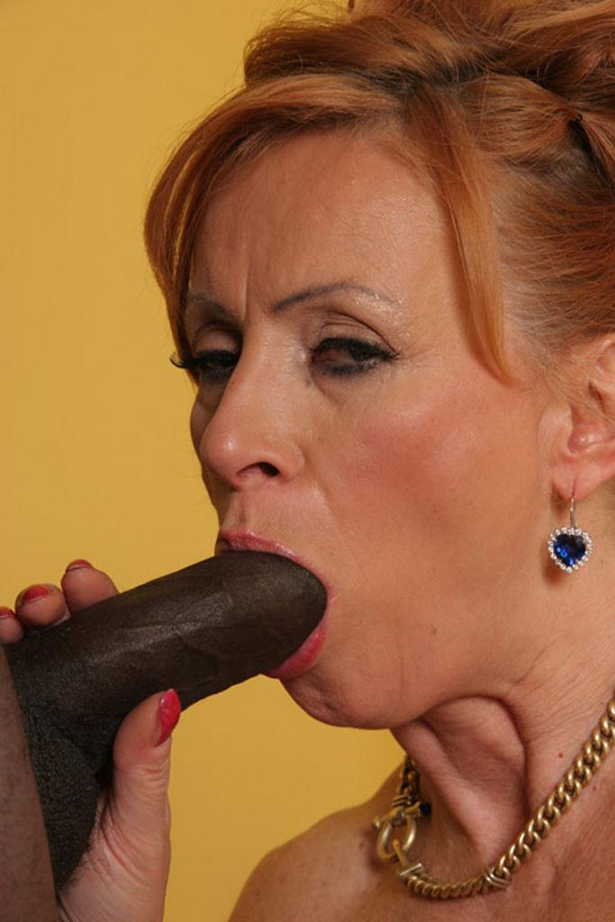 ... sex Lady mature garrnies ...