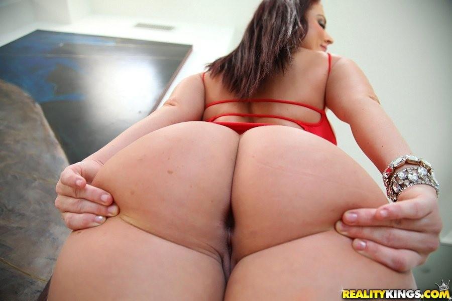 Cute nude fat girl