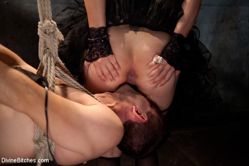 порно порно девки извращаются над рабом оно