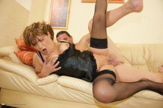 Kinky mama gets a warm present up her fanny