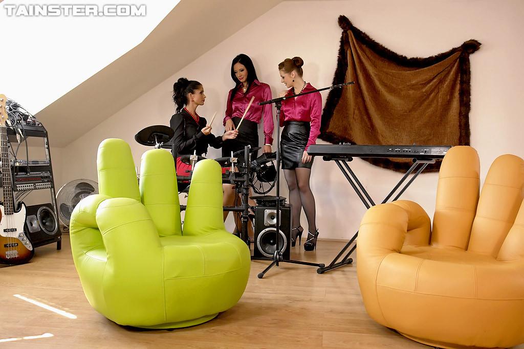 Hardcore green chair sex