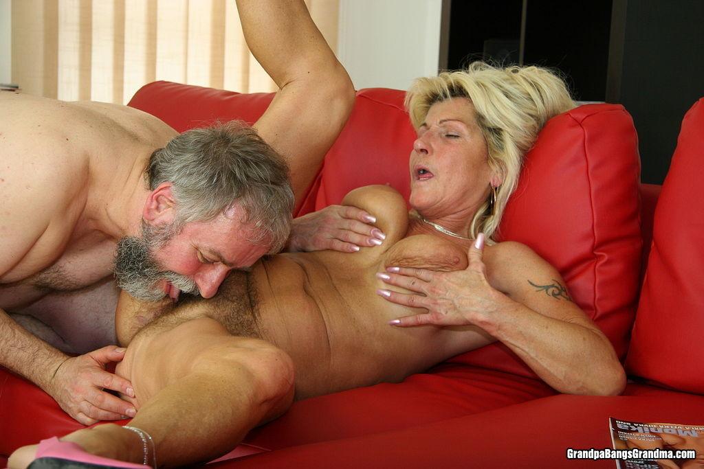 Секс как кончают старушки этим