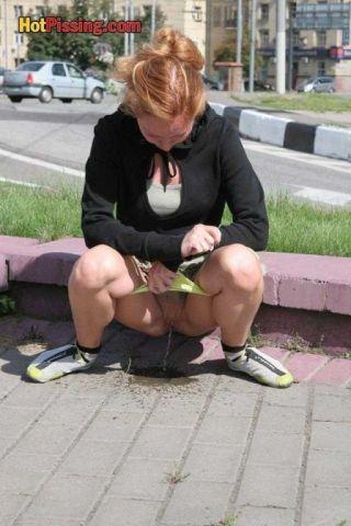 sex outdoor peeing